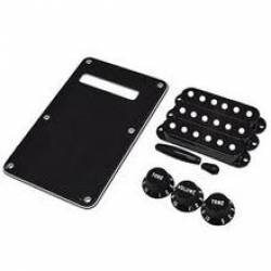 Fender Stratocaster® Accessory Kit Black